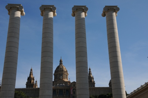 4 Columns overlooking the National Art Museum